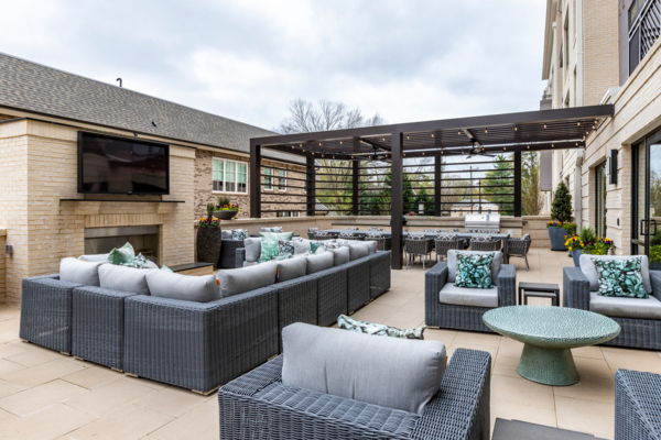 courtyard at Draper Place Signature Apartment Homes