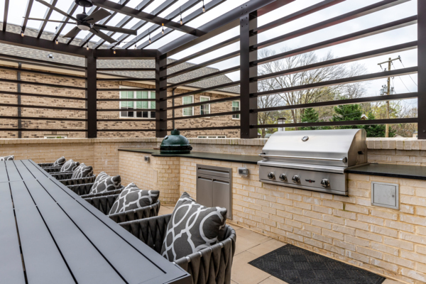 grill area at Draper Place Signature Apartment Homes