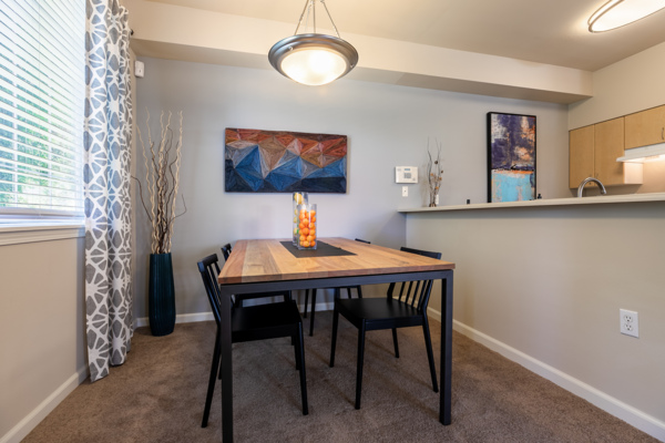 dining area at Springbrook Apartments