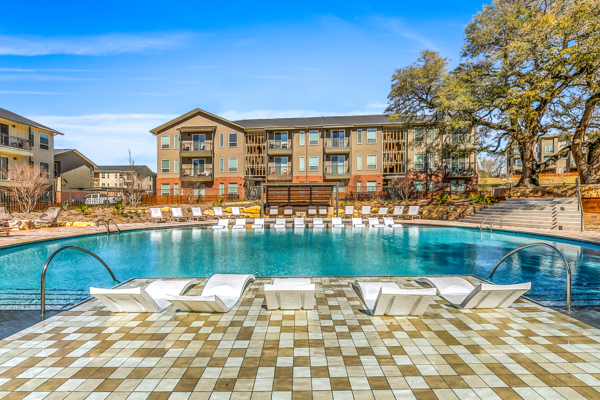 pool at Scenic at River East Apartments