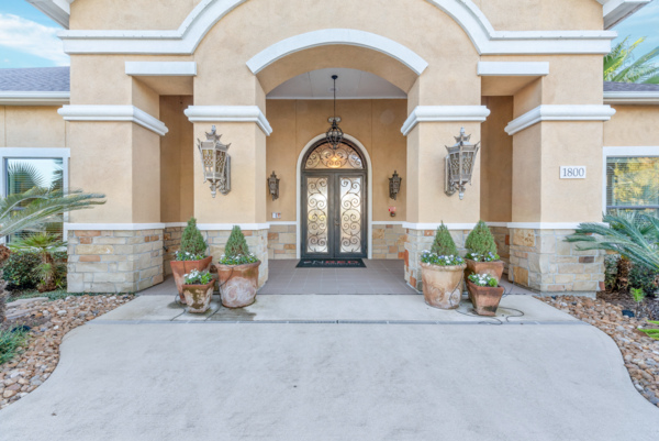 exterior at Grand Villas at Tuscan Lakes Apartments