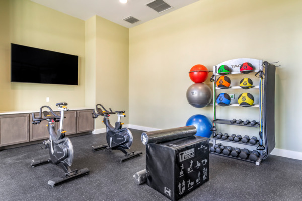 fitness center at Lago Apartments