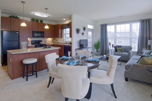 dining area at The Preserve at Cohasset Apartments