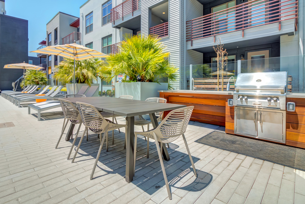 grill area at Elan Menlo Park Apartments