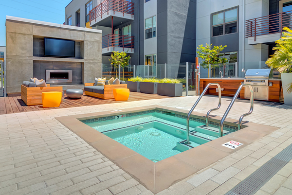 pool at Elan Menlo Park Apartments