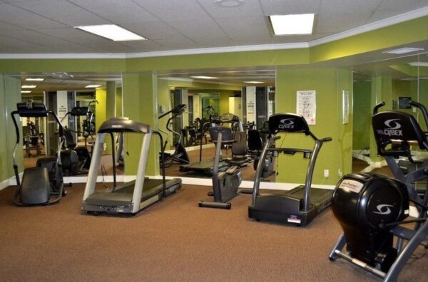 fitness center at Glo Apartments