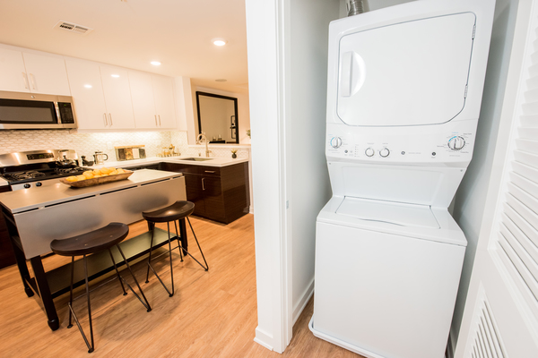 laundry room at ONYX Glendale Apartments