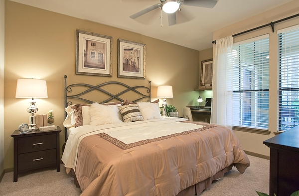 bedroom at Yorktown Crossing