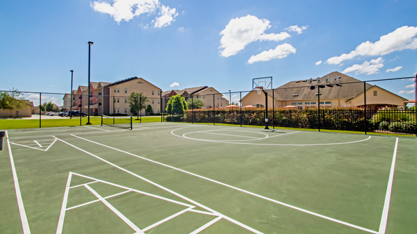 sport court at Bayou Reserve Apartments