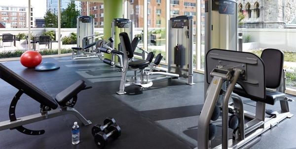 fitness center at 2116 Chestnut Apartments
