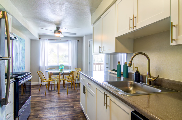kitchen at Heatherbrae Commons Apartments