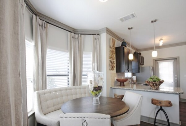 dining room at Sorrel Grand Parkway Apartments