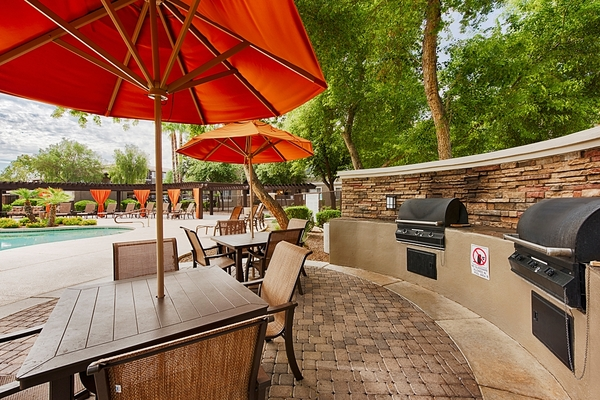 grill area at Stonebridge Ranch Apartments