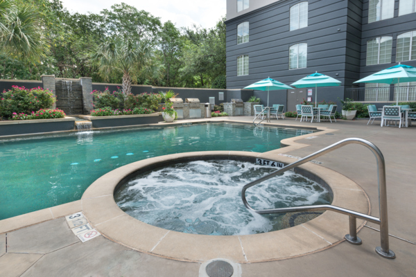 hot tub at SKYE of Turtle Creek Apartments