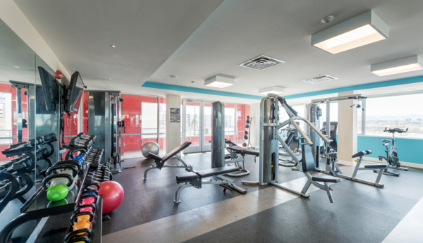 fitness center at 1000 S. Broadway Apartments