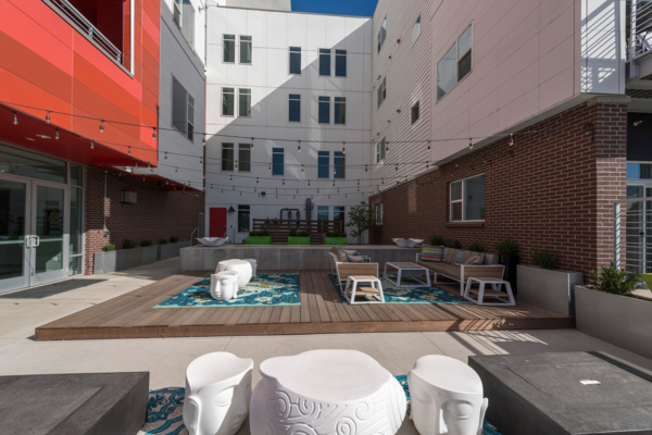 courtyard at 1000 S. Broadway Apartments