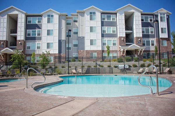 pool at Rockledge at Quarry Bend Apartments