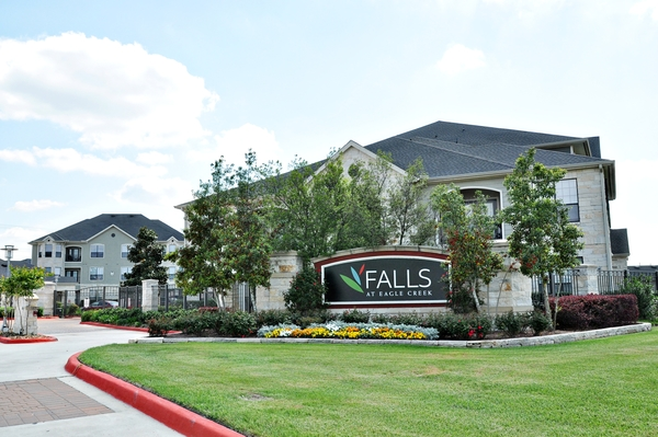 exterior at Falls at Eagle Creek Apartments