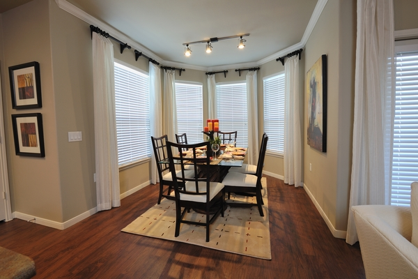 dining room at Falls at Eagle Creek Apartments