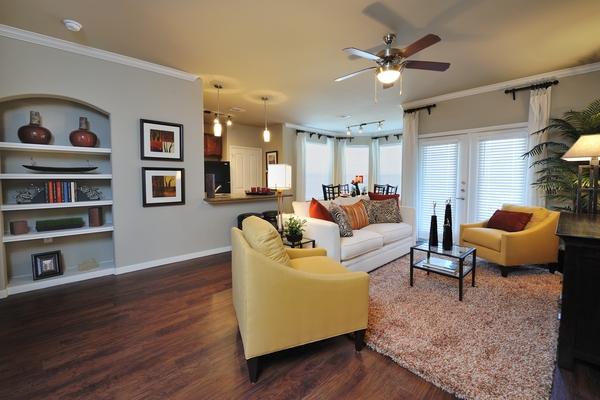 living  room at Falls at Eagle Creek Apartments