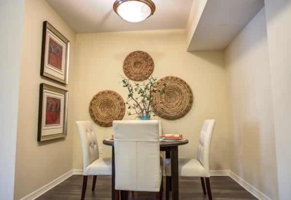 dining room at One Plantation Apartments