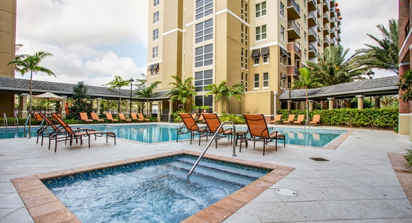 pool at One Plantation Apartments