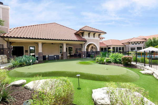 putting green at Ladera Apartments