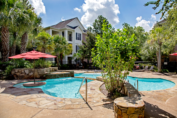 pool at Magnolia Creek Apartments
