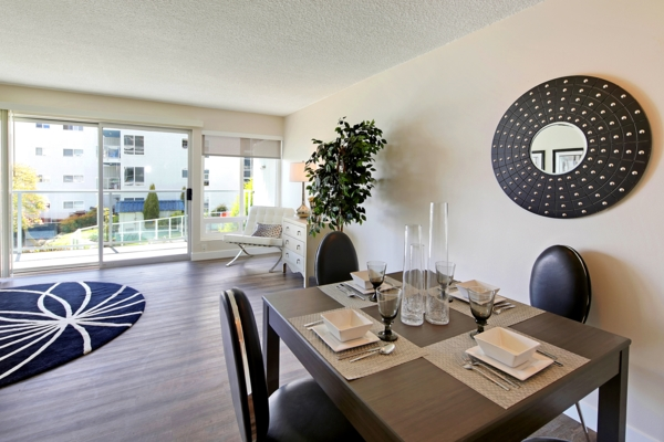 dining room at Avana on the Lake Apartments