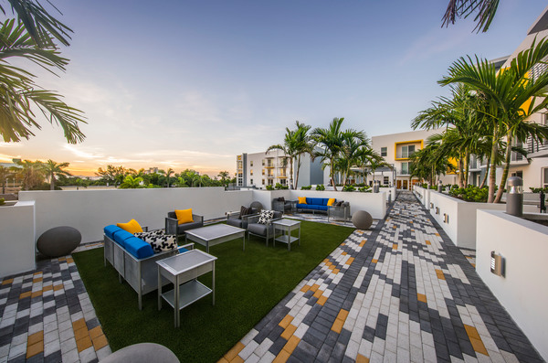 rooftop patio at Caspian Delray Beach Apartments