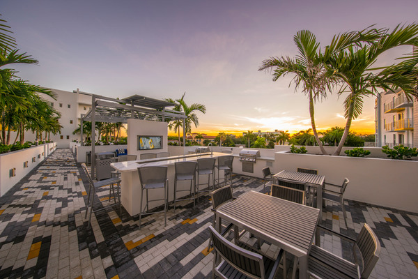 rooftop grill area at Caspian Delray Beach Apartments