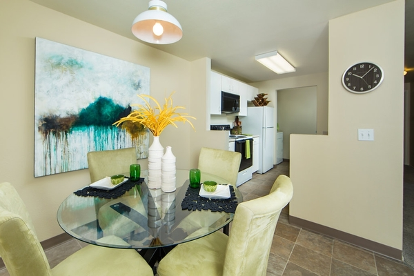 dining room at Whitewater Park Apartments