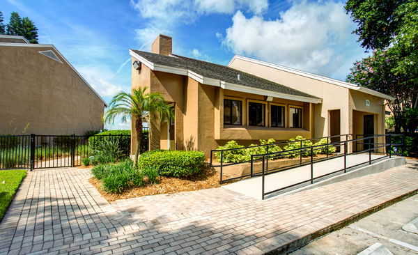 exterior at Lakeshore at Altamonte Springs Apartments