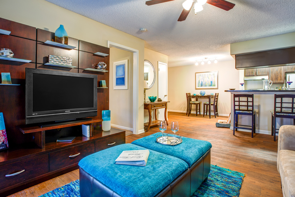 living room at Lakeshore at Altamonte Springs Apartments