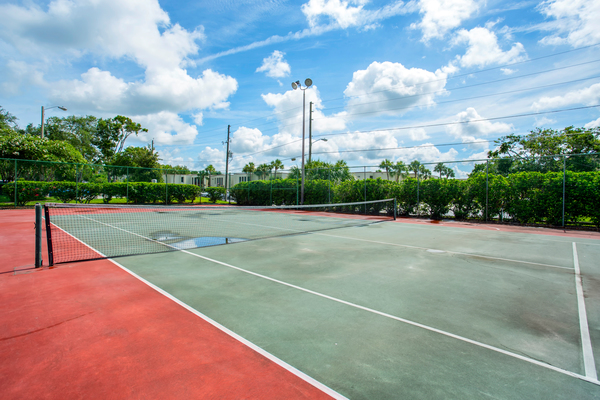 sport court at Lakeshore at Altamonte Springs Apartments