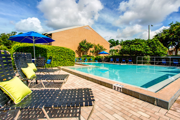 pool at Lakeshore at Altamonte Springs Apartments