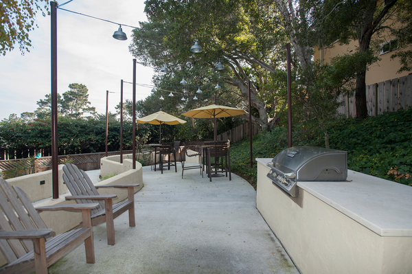 grill area at Pacific Vista Apartments