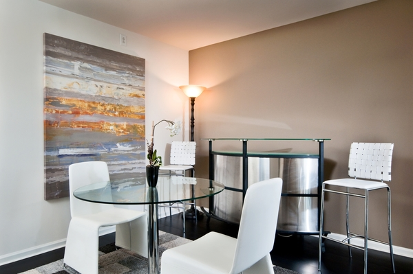 dining room at Chancery Square Apartments