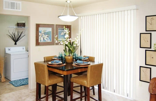 dining room at Esteban Park Apartments