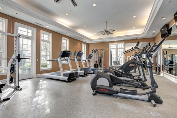 fitness center at Huntington at King Farm Apartments
