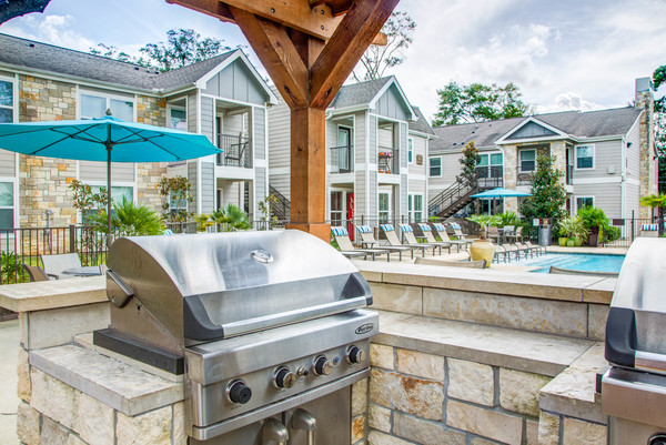 grill area at Reserve at Garden Oaks Apartments