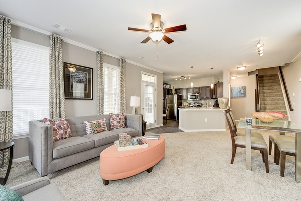 living room at Huntington at King Farm Apartments