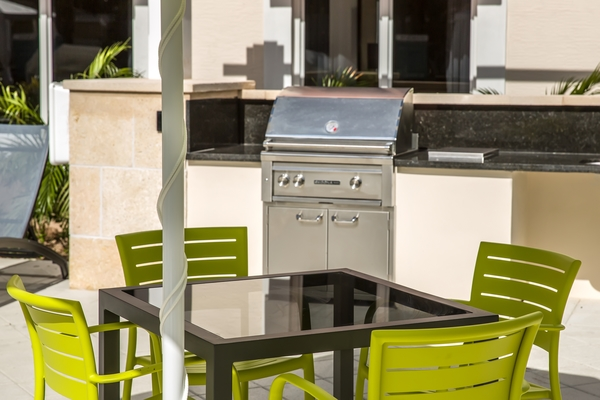 grill area at Elan 16Forty Apartments
