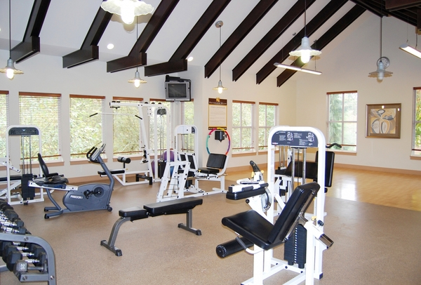 fitness center at Deveraux Glen Apartments