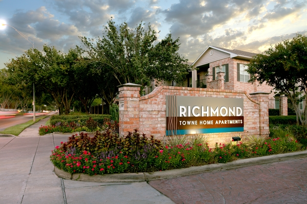 exterior of Richmond Towne Homes Apartments