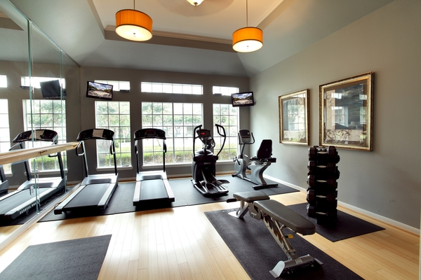 fitness center at Richmond Towne Homes Apartments