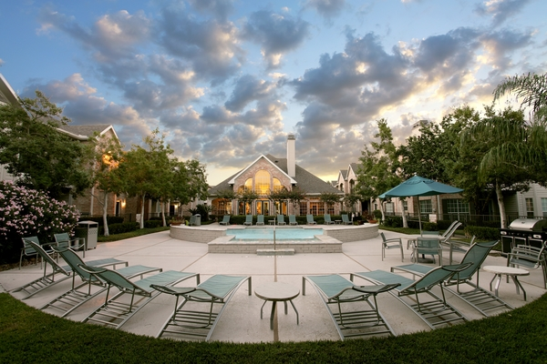pool at Richmond Towne Homes Apartments