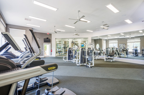 fitness center at Plantation Park Apartments