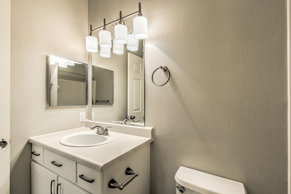 bathroom at River Pointe Apartments