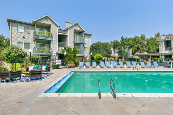 pool at River Pointe Apartments